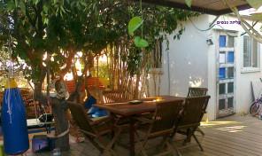בית פרטי כפרי של  3 חדרים + סטודיו בלב שכונה שקטה