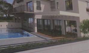 בית ענק יוקרתי עם בריכה במזרח רעננה