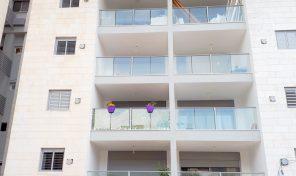 במרכז רעננה דירת 4 חדרים