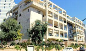 להשכרה דירה בבניין ייחודי במזרח רעננה